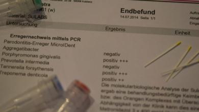 Parodontalbehandlung, Bakterientest mit Teströhrchen